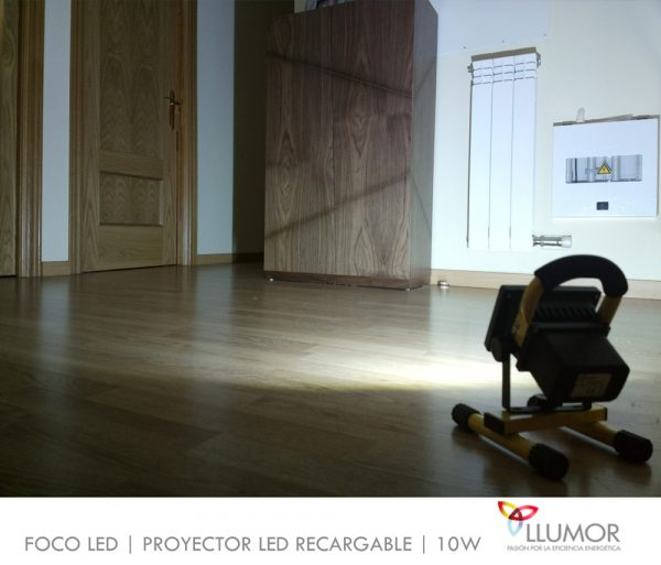 Proyector LED recargable | 10W